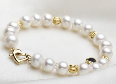 fresh water pearl bracelet with gold bead